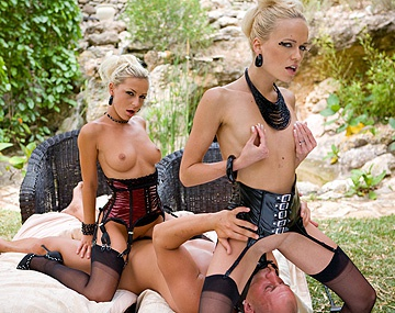 Private  porn video: Jennifer Love baise Keana Moire avec un gode-ceinture