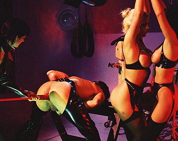 Private  porn video: Bondage, SM, pipes et sextoys avec Anita Black, Monique Covet et Violet Storm