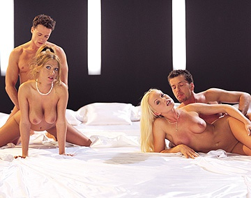 Private  porn video: Biseksuele Silvia Saint en Sonia Smith houden van anale groepsex
