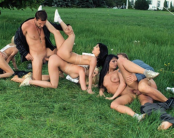 Private HD porn video: Jasmine, Sandra, Sera en Simony fietsen hem erin