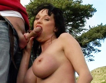 Private HD porn video: Donna Marie houdt van lullen zuigen in het bos