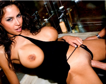 Private  porn video: Alejandra Maderos sort de la douche pour une séance anale